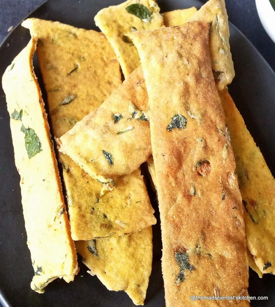 Fresh Crackers rich in Fenugreek Leaves